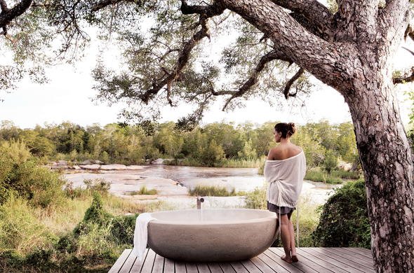Rejuvenating outside bath at Londolozi Private Granite Suites.